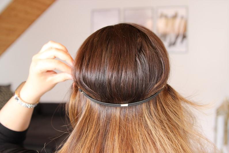 Festivalfrisur mit Haarband - Schritt 1