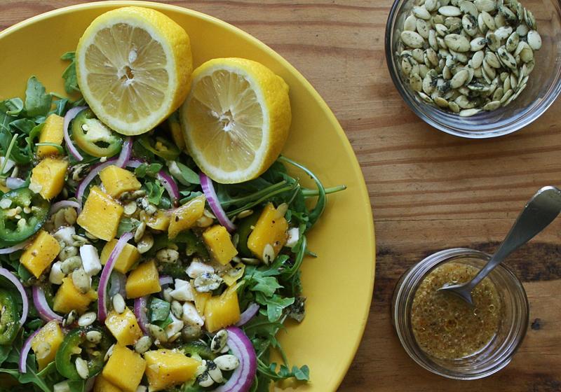 Salat mit Mango, Mozzarella und Rucola 1