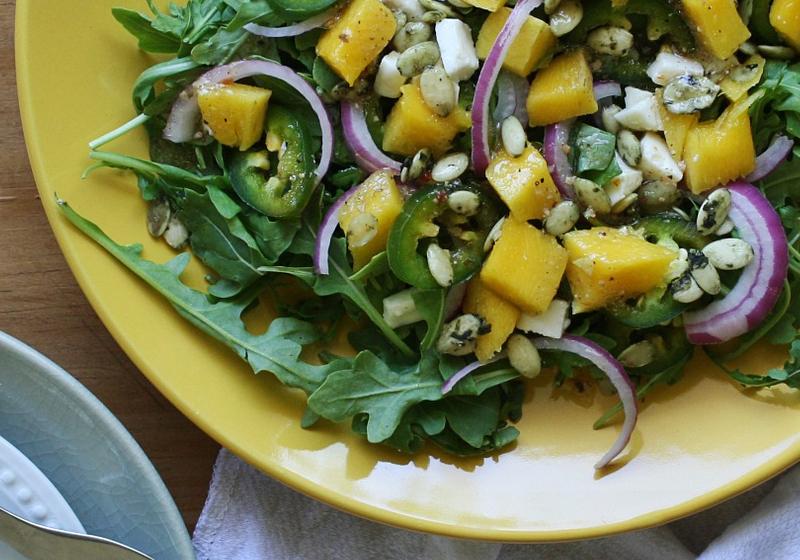 Salat mit Mango, Mozzarella und Rucola 2