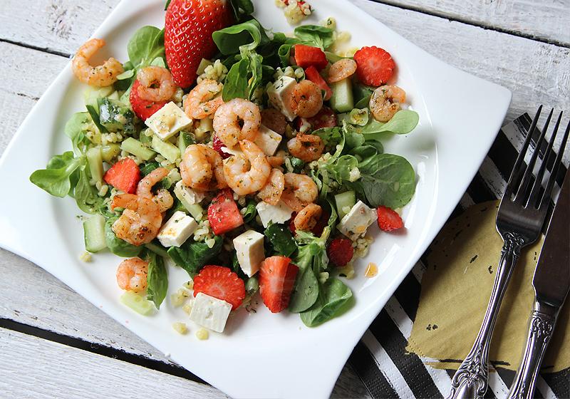Salat mit Bulgur, Garnelen und Erdbeeren 1