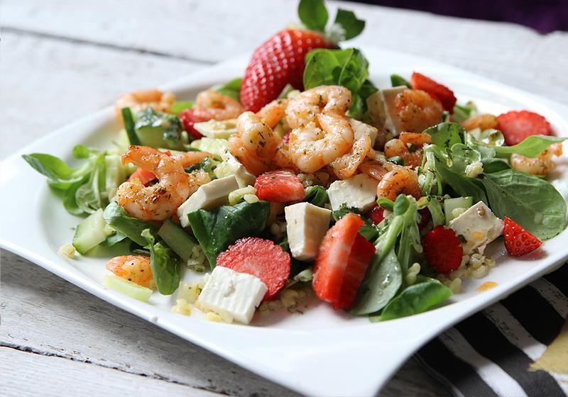 Salat mit Bulgur, Garnelen und Erdbeeren 2
